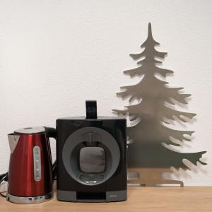 Arbre de Noël aluminium dans la salle de pause