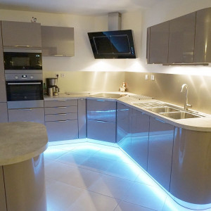 design aluminium kitchen splashback cut to measure
