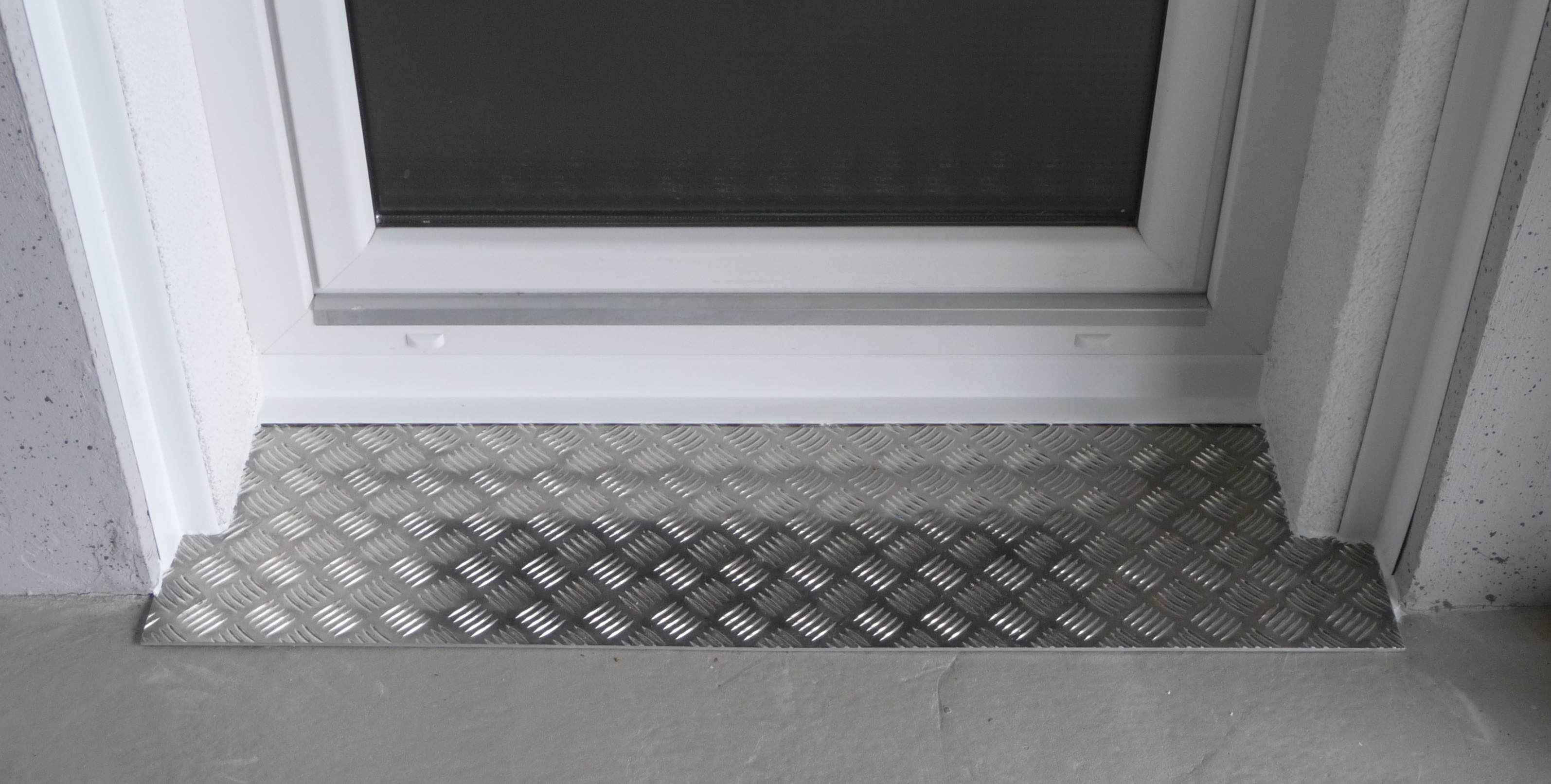 Seuil de porte d'entree aluminium et verre