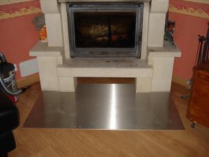 Plaque inox brossé devant insert cheminée Dominique