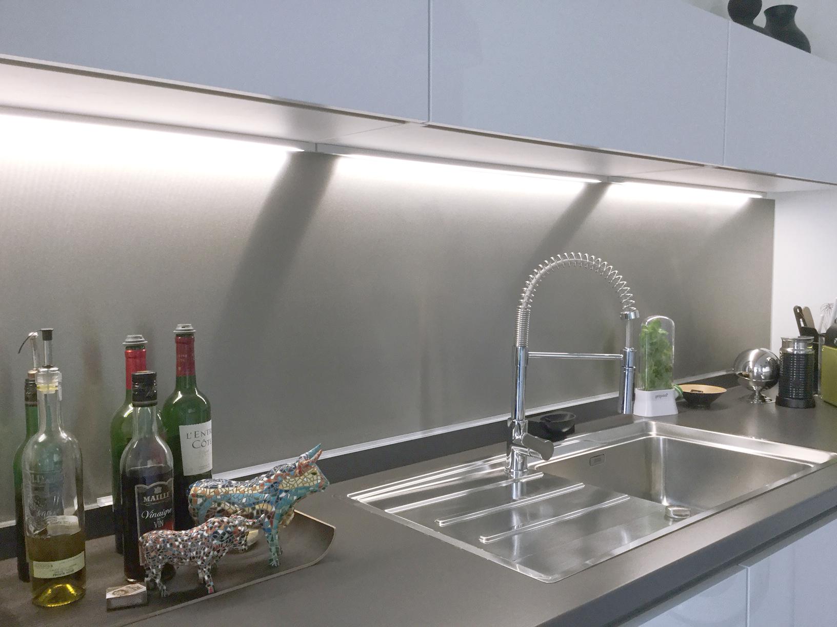 Choisir le m tal adapt pour une cr dence de cuisine sur mesure john steel mag - Credences de cuisine ...