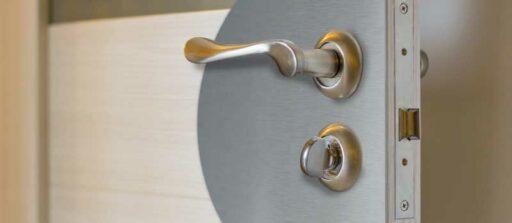Créer une plaque de protection de porte