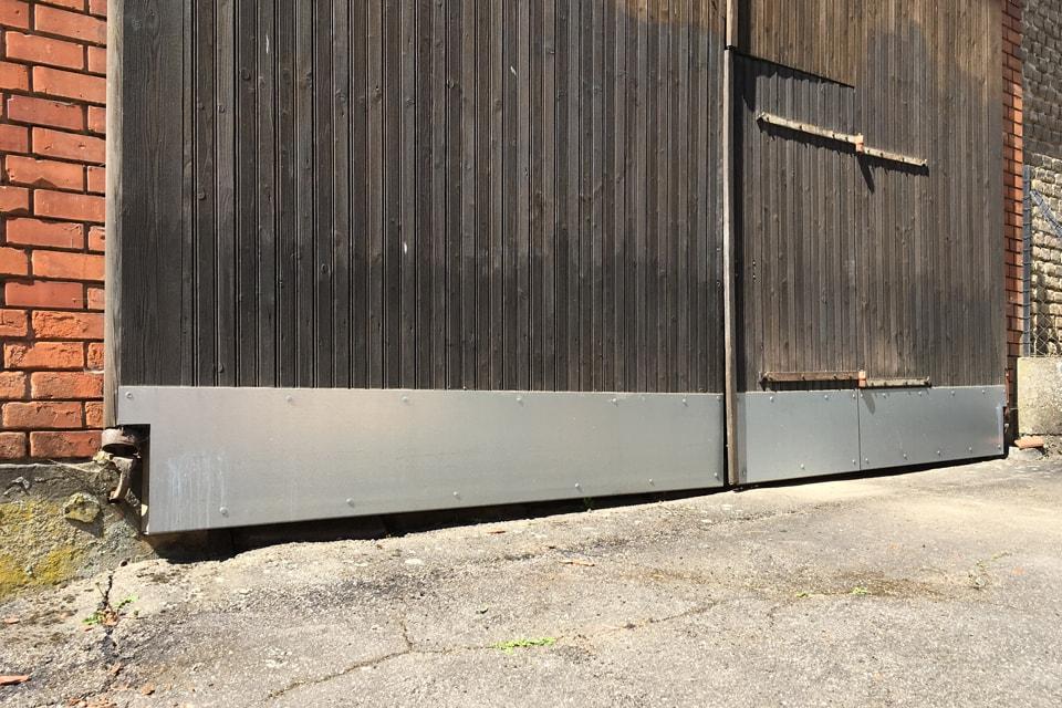 Protection d'un portail en bois