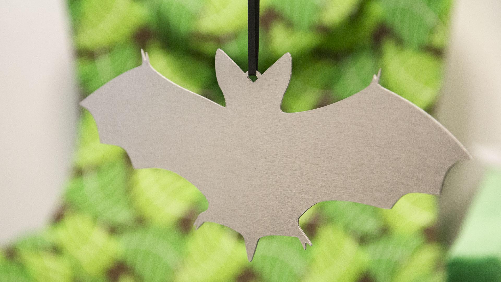 Chauve-souris en métal à suspendre