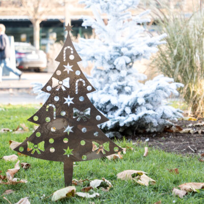 Sapin de Noël en corten en décoration de rue