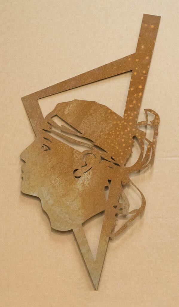 tête de maure en acier corten en cours de corrosion