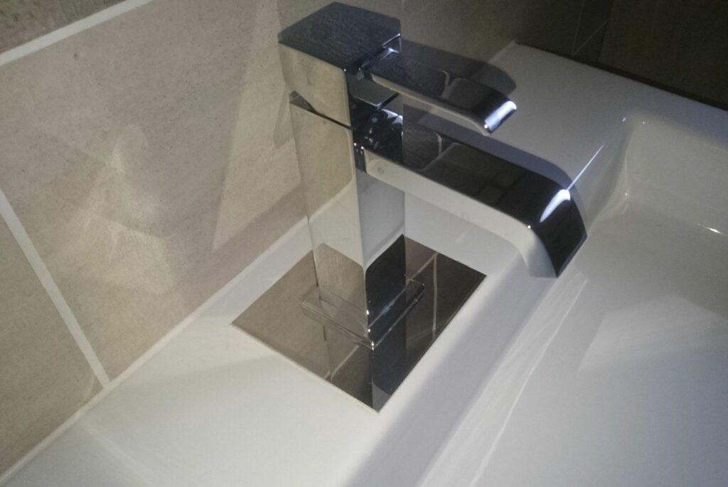 Platine de robinet de salle de bain en inox miroir