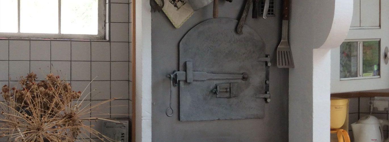 Décoration d'un four à pain avec une plaque d'acier
