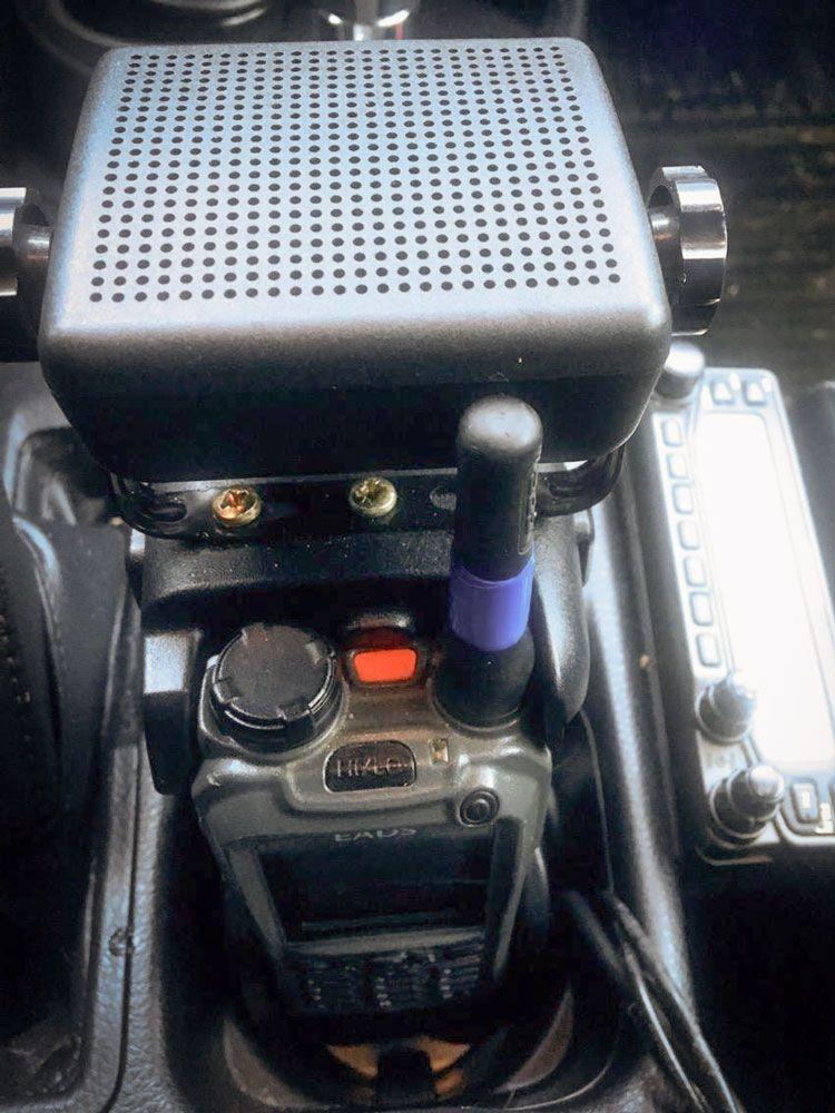 Haut parleur fixé sur le talkie-walkie