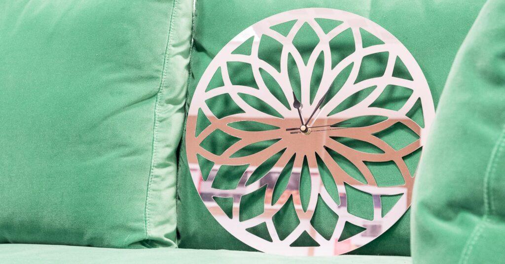 Horloge murale personnalisée en miroir inox
