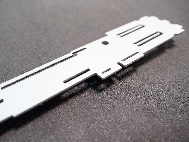 Détail de la découpe du sabre laser