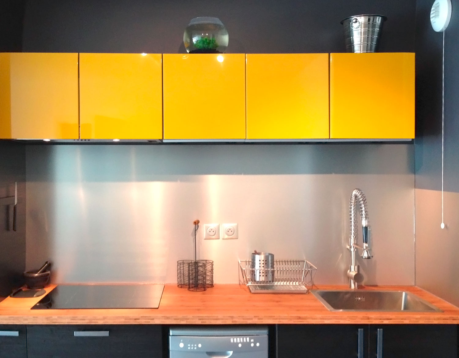 clean-stainless-steel-splashback