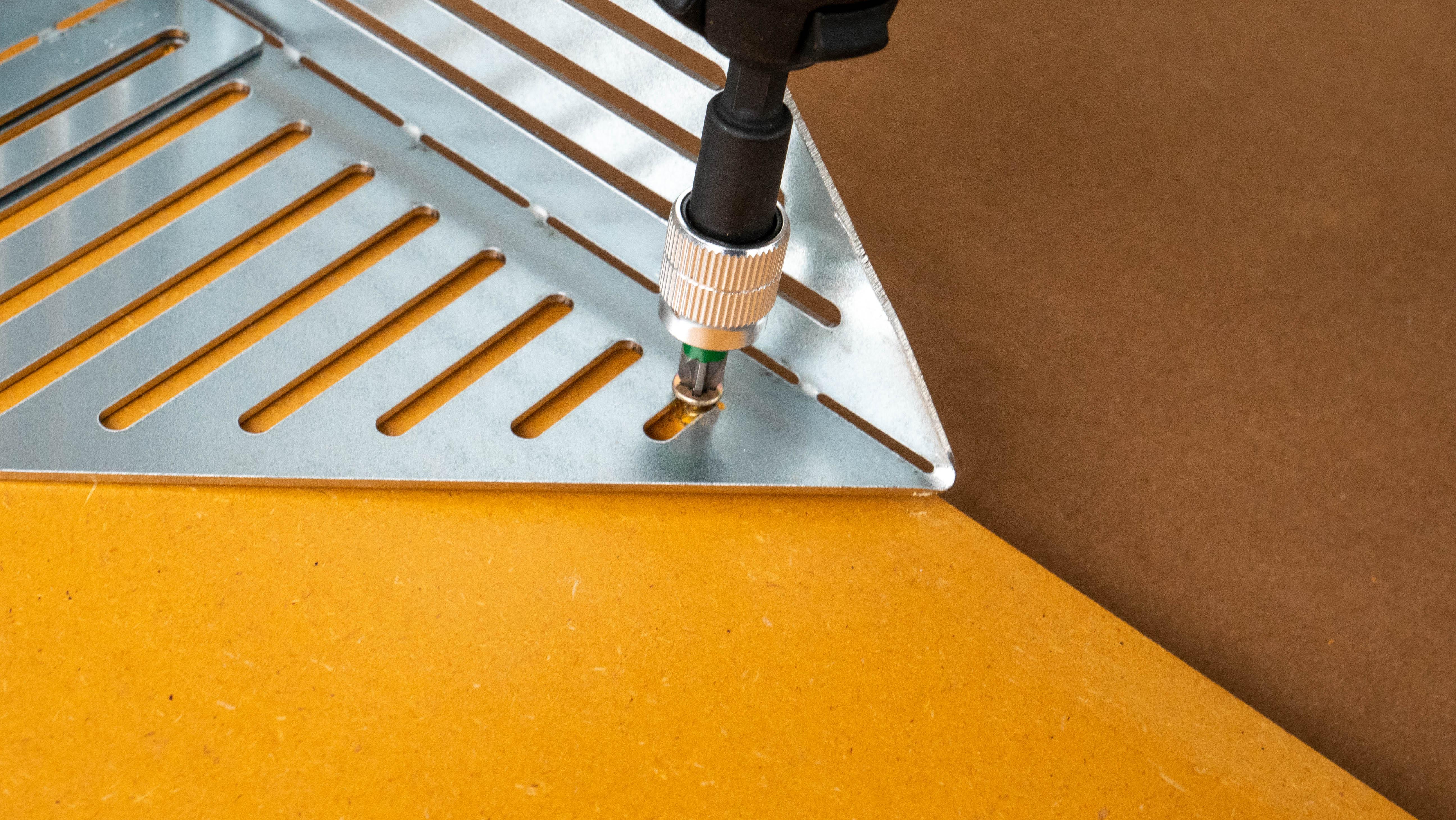 installation des équerres métalliques