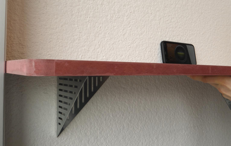 mise à niveau de l'étagère en bois