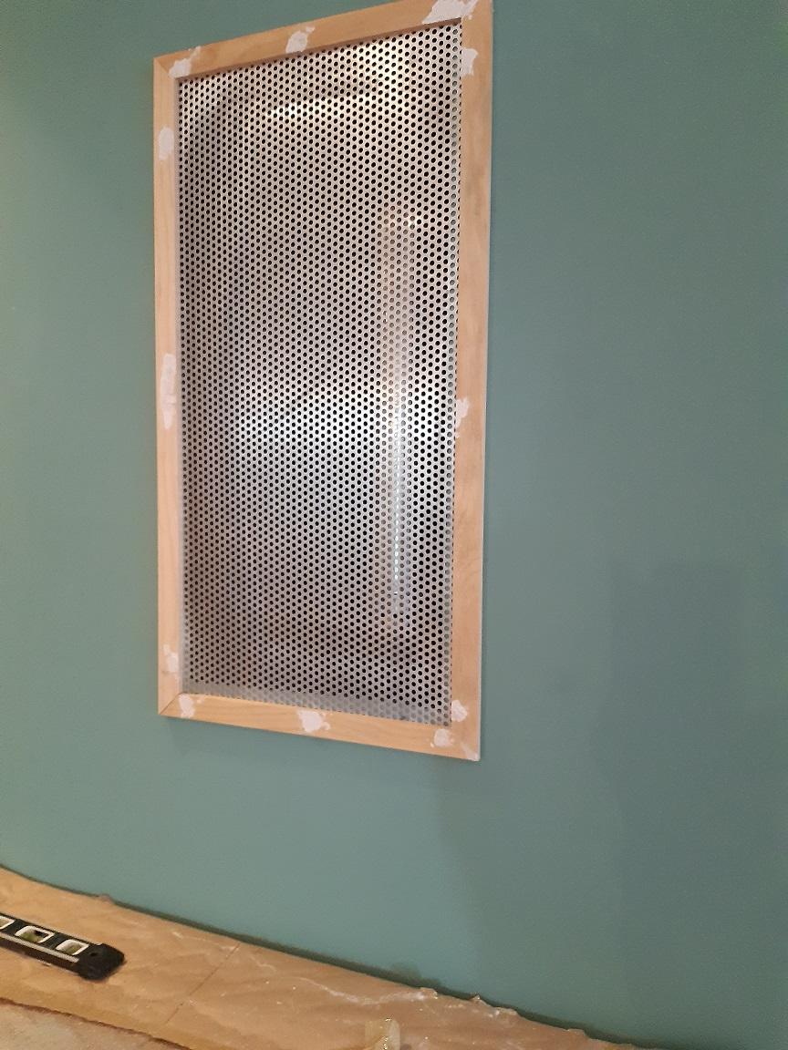 plaque d'aluminium perforé pour protéger un conduit de cheminée