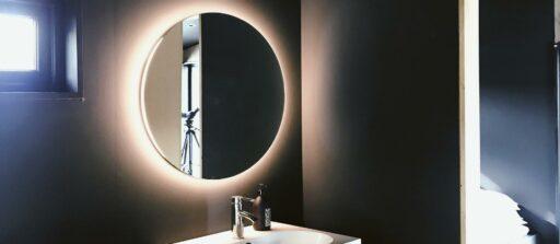 Comment nettoyer un miroir avec les astuces de Brigitte !