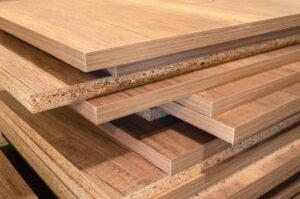 photo d'une pile de panneau plaqué bois