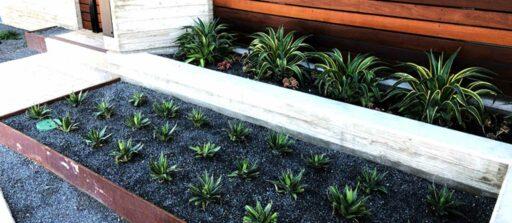 Création déco pour votre jardin : la bordure en acier corten