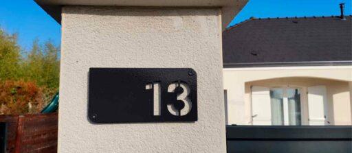 Réaliser vos chiffres de maison sur-mesure, pour un extérieur plein de Steel 🤩!